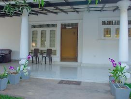 Kavindra Home Stay photos Exterior