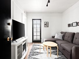 Beautiful Modern Suite In The Heart Of Broadway photos Exterior