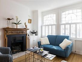 Fabulous 4-Bed House In Fulham With Garden! photos Exterior