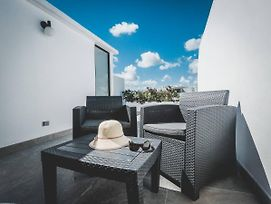Brand New Two Br Penthouse With A Private Roof Patio! Totally Equipped. photos Exterior