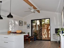Comfortable Stylish Flat In Heart Of Fremantle photos Exterior