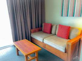 Gorgeous Hotel-Style Stay Steps From Waikiki Beach photos Exterior