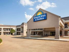 Days Inn & Suites By Wyndham Tyler photos Exterior