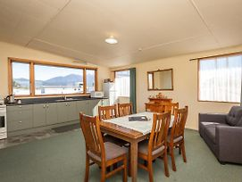 Parklane House - Te Anau Holiday Home photos Exterior
