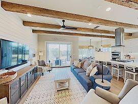 Dreamy Lake Travis Farmhouse W/ Swim Park & Marina Home photos Exterior