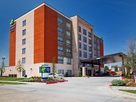 Holiday Inn Express & Suites Moore photos Exterior
