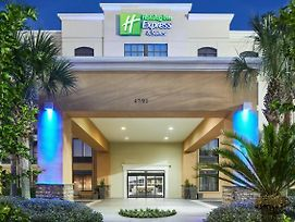 Holiday Inn Express & Suites Jacksonville Se- Med Ctr Area photos Exterior