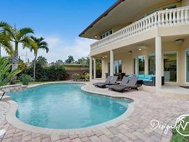 Stunning 6 Bedroom Home/Close To Beach W/ Heated Pool photos Exterior