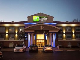 Holiday Inn Express & Suites Alexandria photos Exterior