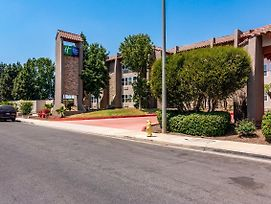 Holiday Inn Express & Suites Camarillo photos Exterior