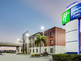 Holiday Inn Express Hotel & Suites Clewiston photos Exterior