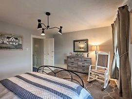 Ideally Located Townhome 6 Mi To Dutch Wonderland! photos Exterior