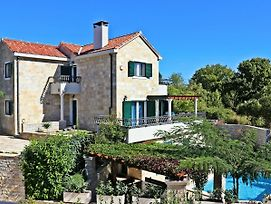 Picturesque Holiday Home In Brac With Swimming Pool photos Exterior