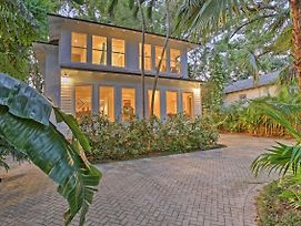 Sleek Updated Coconut Grove Home W/Pool & Jacuzzi photos Exterior