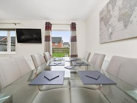 London Heathrow Living Serviced House 4 Bedrooms 2 Bathrooms Up To 9 Beds photos Exterior