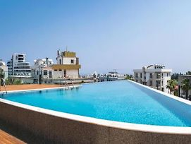 Deluxe Apt W/ Rooftop Pool In The Heart Of Kyrenia photos Exterior