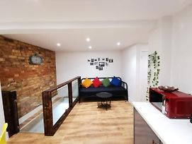 Self Contained Flat With 5 Sleeps & A Travel Cot, Entertainment Room, Kids Play Area photos Exterior