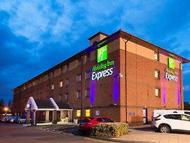 Holiday Inn Express Birmingham Oldbury photos Exterior