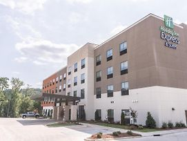 Holiday Inn Express & Suites Birmingham - Homewood photos Exterior