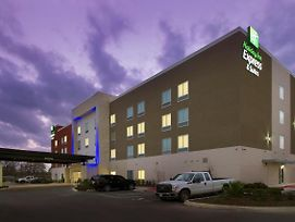 Holiday Inn Express & Suites New Braunfels photos Exterior
