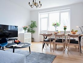 Spacious And Bright 2-Bedroom Apartment In Green Charlottenlund photos Exterior
