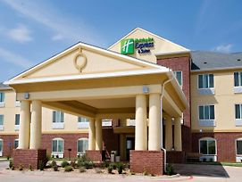 Holiday Inn Express & Suites Childress photos Exterior