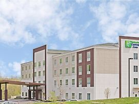 Holiday Inn Express & Suites New Cumberland photos Exterior
