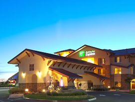 Holiday Inn Express And Suites Turlock photos Exterior