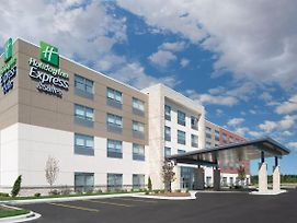 Holiday Inn Express & Suites - Elkhorn - Lake Geneva Area photos Exterior