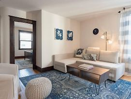 Intimate And Cozy West End Apartment With Parking photos Exterior