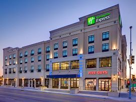 Holiday Inn Express & Suites Kansas City Ku Medical Center photos Exterior
