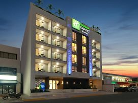 Holiday Inn Express And Suites Playa Del Carmen photos Exterior