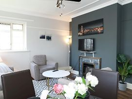 Charming & Newly Refurbished Two Bed Flat photos Exterior