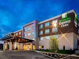 Holiday Inn Express & Suites Madison photos Exterior