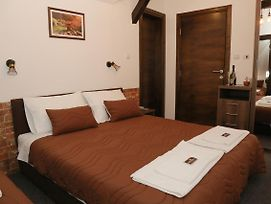 Kod Pirocanca Hotel Rooms With Restauarant photos Exterior
