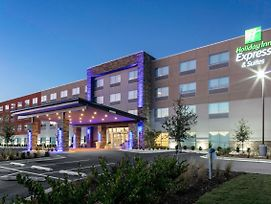 Holiday Inn Express And Suites Wilmington West - Medical Park photos Exterior