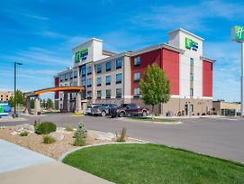 Holiday Inn Express Hotel & Suites Bismarck photos Exterior