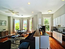 Modern 4 Bed Brownstone In Historic Downtown photos Exterior