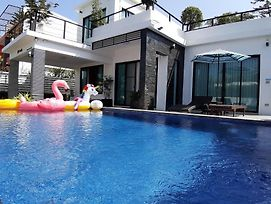 Panda Pool Villa Modern Rm2 photos Exterior
