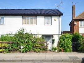 Lovely 3 Bedroom House, Northolt photos Exterior