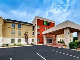Holiday Inn Express & Suites Crossville photos Exterior