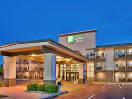 Holiday Inn Express Hotel & Suites Branson 76 Central photos Exterior