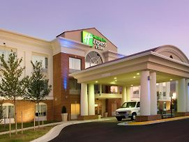 Holiday Inn Express & Suites Alexandria - Fort Belvoir photos Exterior