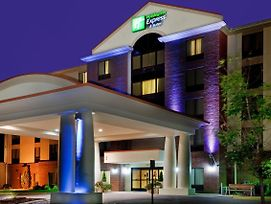 Holiday Inn Express & Suites Chesapeake photos Exterior