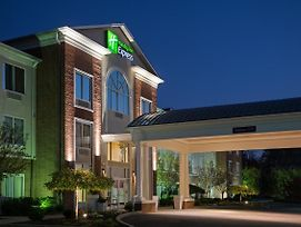 Holiday Inn Express & Suites Youngstown N photos Exterior