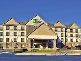 Holiday Inn Express Hotel & Suites Frankenmuth photos Exterior