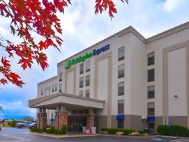 Holiday Inn Express & Suites Fayetteville University Of Arkansas Area photos Exterior