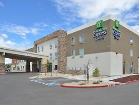 Holiday Inn Express & Suites Williams photos Exterior