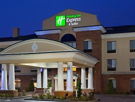 Holiday Inn Express Hotel & Suites Goshen photos Exterior