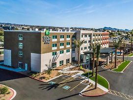 Holiday Inn Express And Suites Lake Havasu - London Bridge photos Exterior